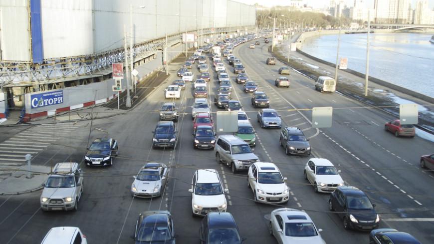 Москвичи встретили День без автомобиля в огромных пробках