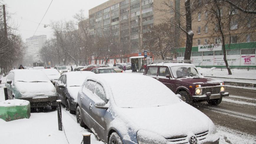 Снегопад заблокировал автобус с детьми на трассе под Екатеринбургом