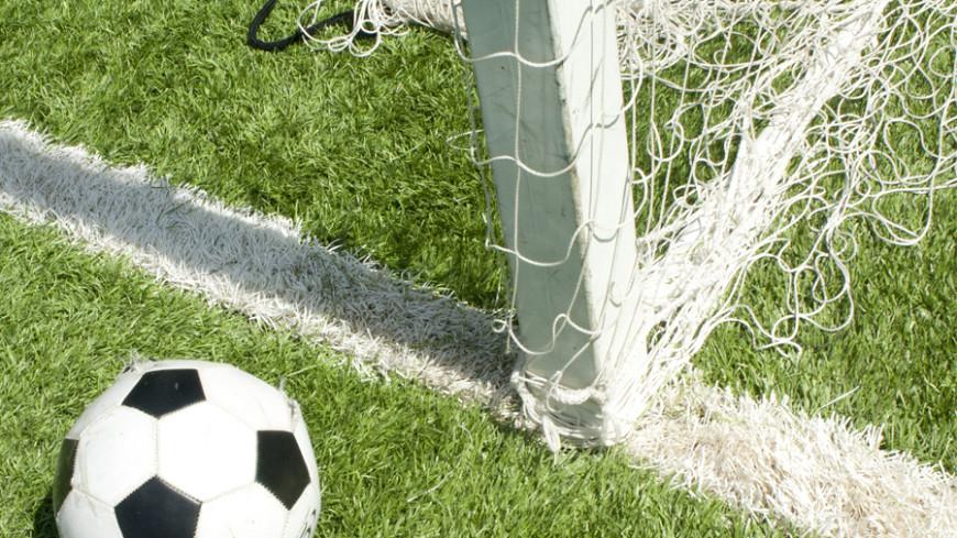 Футболист вытер ногу осудью иполучил жёлтую карточку