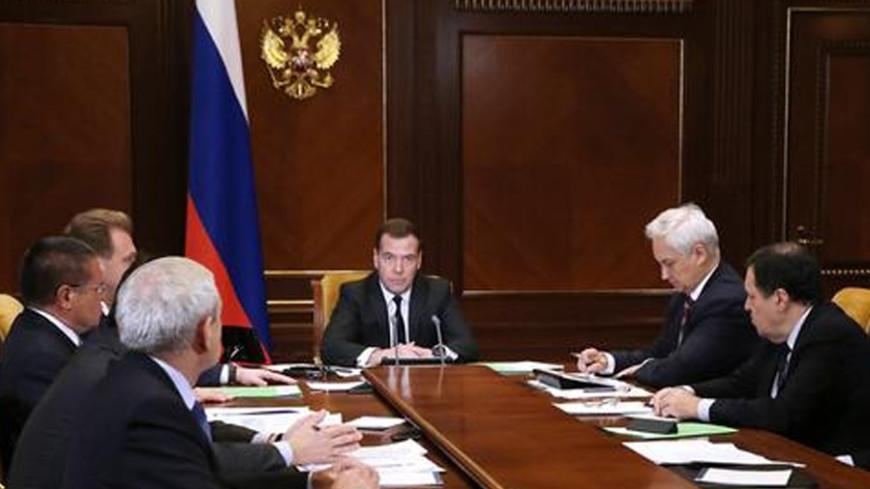 Медведев: ректоры вузов персонально ответственны за выплаты стипендий