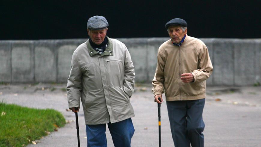 В Кыргызстане пенсионерам-блокадникам подарили слуховые аппараты
