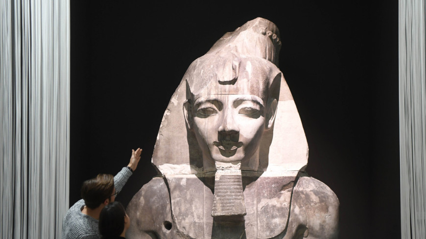 Гигантскую статую Рамсеса Второго возрастом 3000 лет нашли в Каире