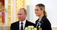Гандболистки подарили Путину мяч, которым играли на Олимпиаде