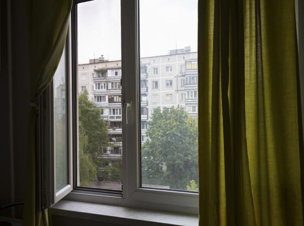 Выпавшая голой с балкона сотрудница «Единой России» уволилась из партии