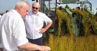 Лукашенко: Лен по рентабельности не хуже нефти