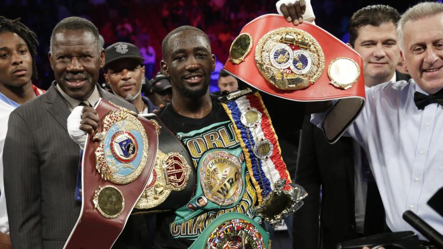 Американец Кроуфорд стал абсолютным чемпионом мира по боксу