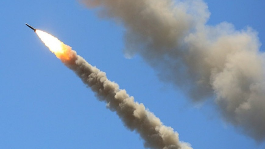 """Источник: """"официальный сайт Минобороны России"""":http://stat.mil.ru/index.htm _(автор не указан)_, ракета, крылатая ракета"""