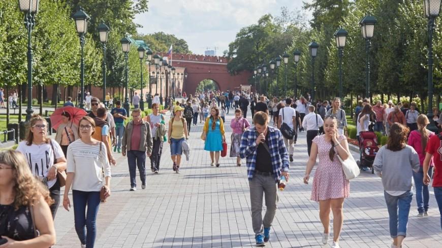 Люди спешат по своим делам,люди, толпа, прогулка, лето, ,люди, толпа, прогулка, лето,