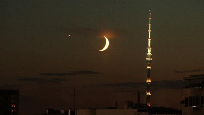 В пятницу вечером москвичи смогут увидеть бордовую Луну