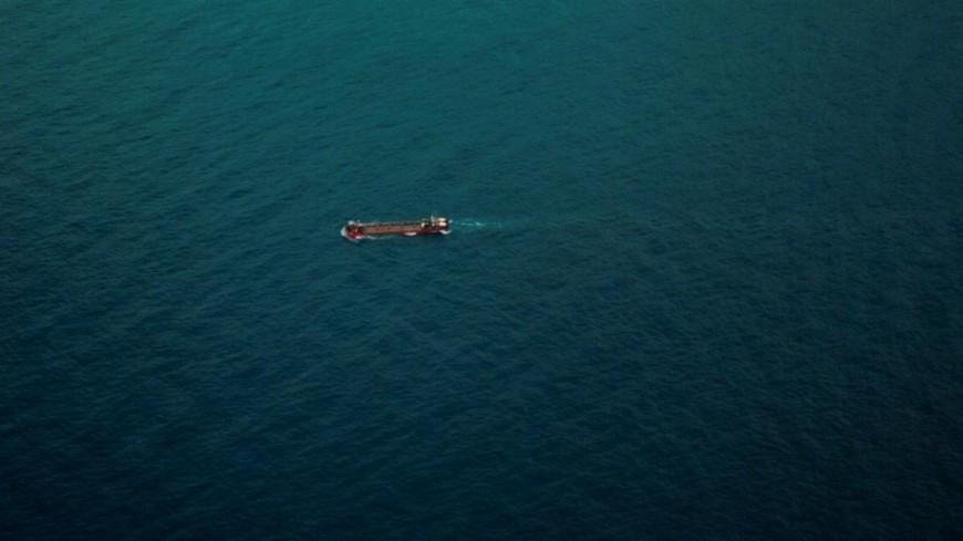 Близ Нью Йорка сел на мель танкер с 12 тысячами баррелей нефти