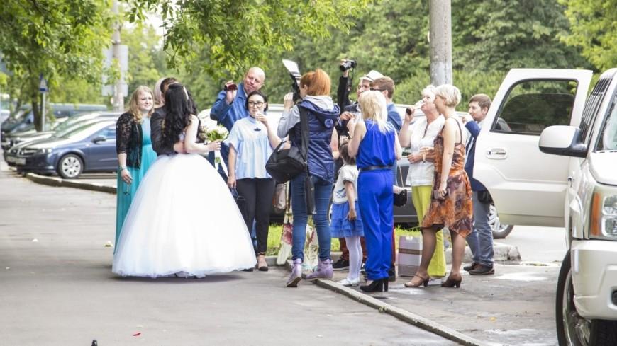 Россияне предпочитают играть свадьбы летом