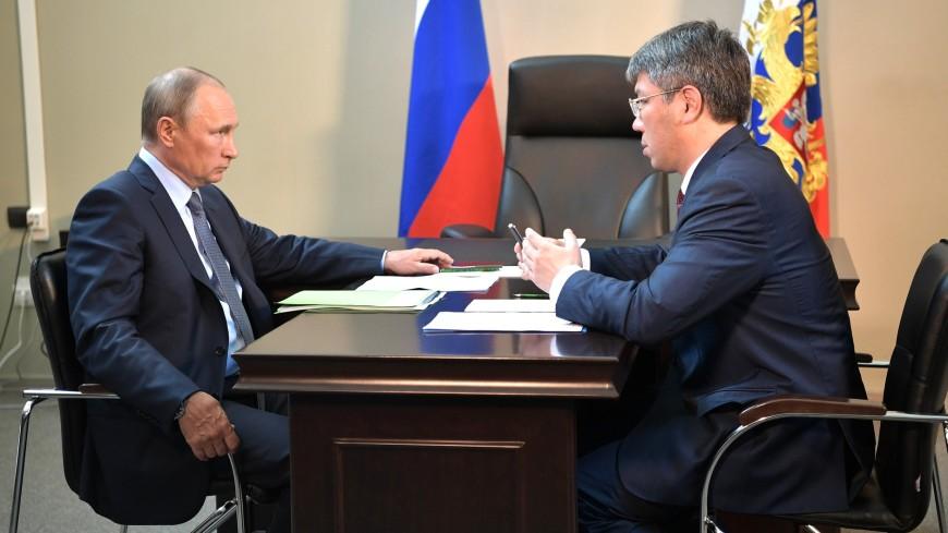 «Болевые точки»: Путин вручил врио главы Бурятии папку с жалобами людей