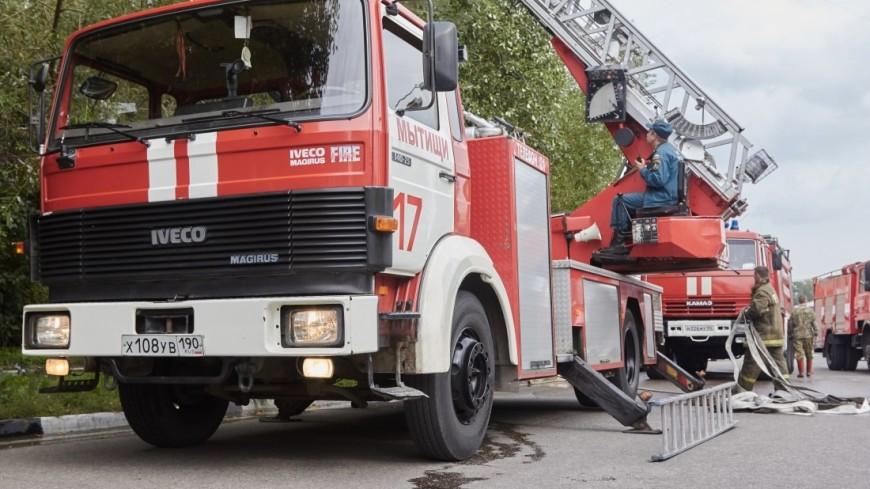 Вцентральной части Москвы загорелась крыша дома
