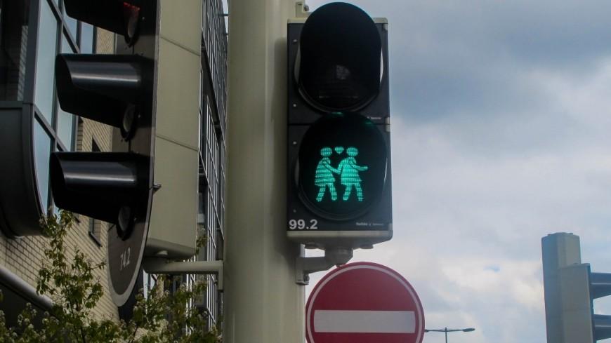 В Москве установили первый «солнечный» светофор