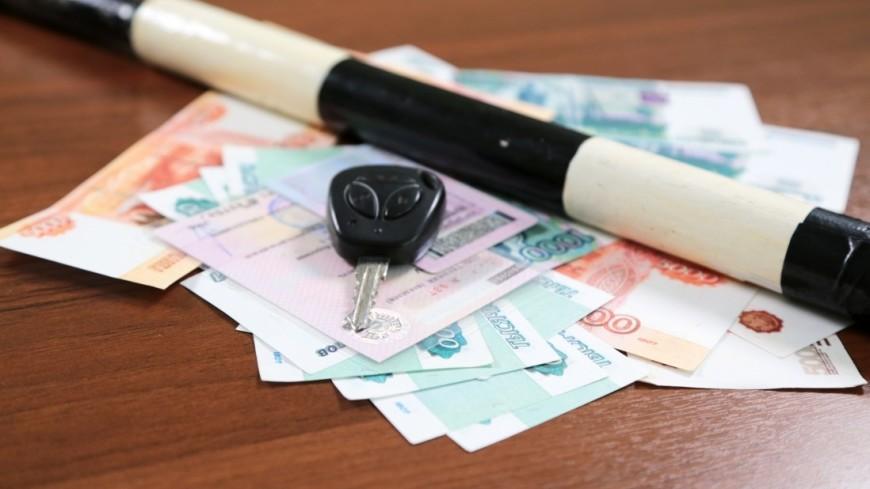 Дрифт на Исаакиевской площади обошелся водителю в 2,5 тысячи рублей