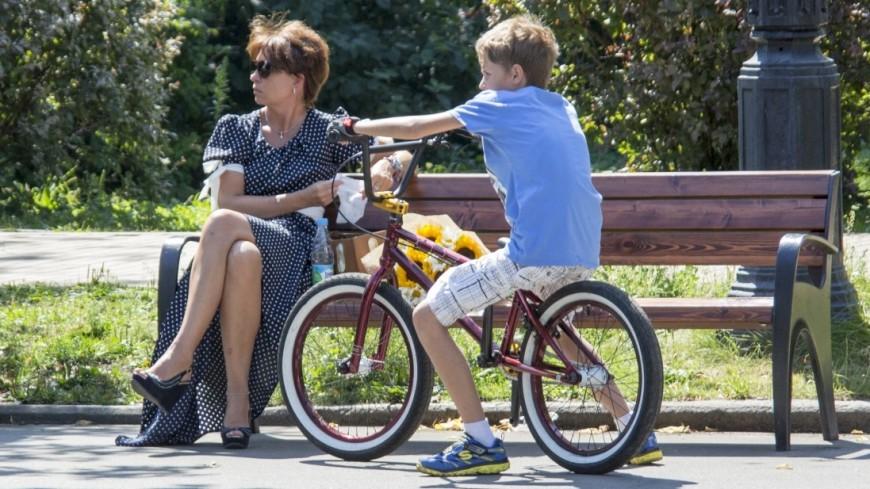 Москвичам предложат отдохнуть в жару на «охлаждающей лавочке»