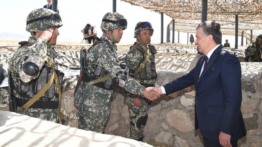 Армия Узбекистана провела учения под надзором президента