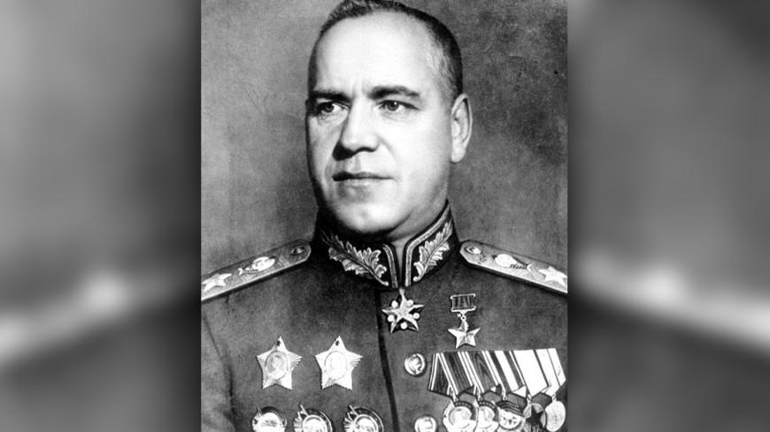 Война с памятниками: в Одессе разбили бюст маршала Жукова