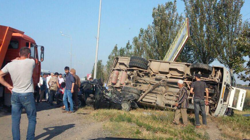 В Чечне маршрутка столкнулась с легковушкой: пострадали восемь человек