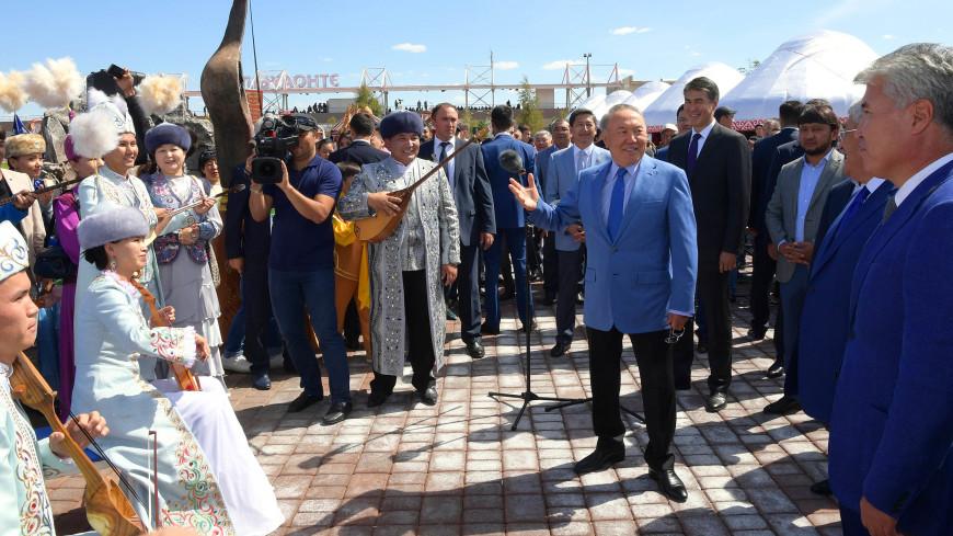 Назарбаев посетил турнир по национальной стрельбе из лука