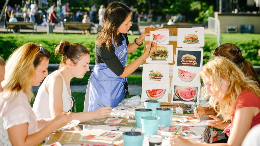 Фиолетовый хот-дог и другие сюрпризы фестиваля «О, да! Еда!»
