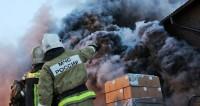 Пожар в ангаре на юге Москвы охватил тысячу квадратных метров