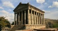Целебная вода и «симфония камней»: пять причин побывать в армянском Гарни
