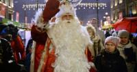 Дед Мороз приехал на Дворцовую площадь Петербурга