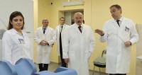 Лукашенко навестил пациентов и врачей минского онкоцентра