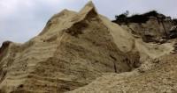 Ученые выяснили, как ветер «строит» фигуры из песчаника