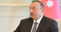 Алиев посетил развивающийся агропарк и продегустировал томаты