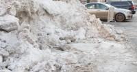 Красноярские коммунальщики покрасили снег белой краской