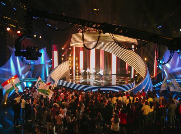 «Во весь голос»: участники шоу спели хиты своих стран
