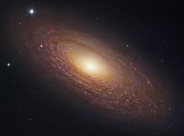 Астрономы обнаружили необъяснимую огромную черную дыру