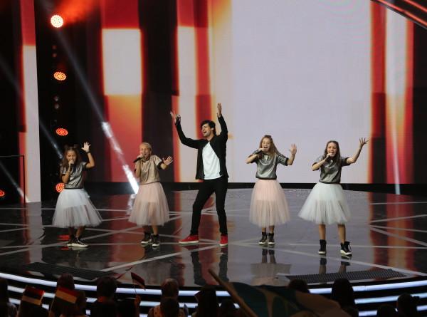 «Во весь голос»: девичий квартет «Кудри» с Дмитрием Колдуном удивил жюри