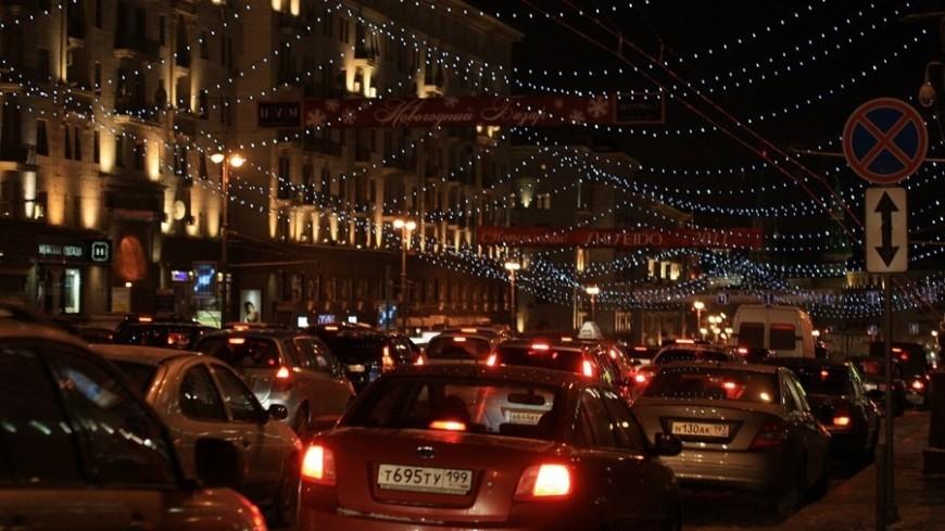 """Фото: Елизавета Шагалова, """"«МИР 24»"""":http://mir24.tv/, тверская улица, пробки, дороги, машины, москва, зима, ночь"""