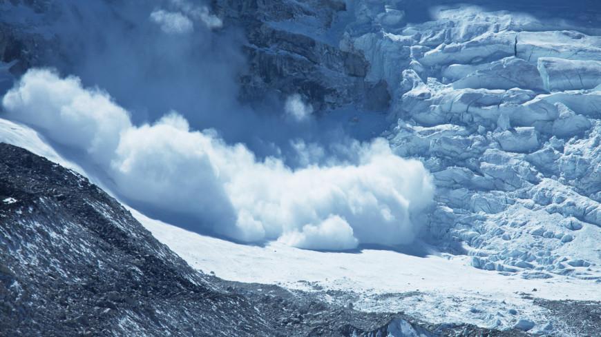 Сошедшая лавина перекрыла дорогу в Цунтинском районе Дагестана