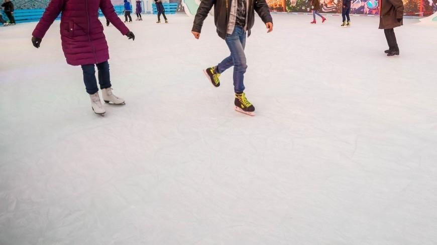 Капризы природы: жители США катаются на коньках на обледеневшем пляже