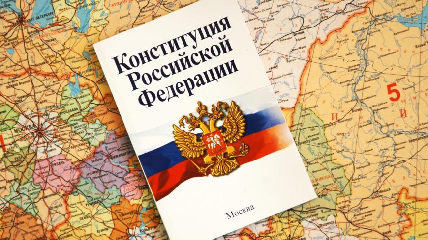 Обеспеченные москвичи с высшим образованием знают Конституцию не хуже юристов