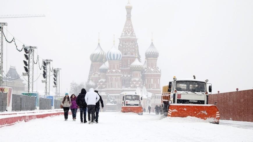 Зима не уходит: на Москву вновь обрушился снегопад