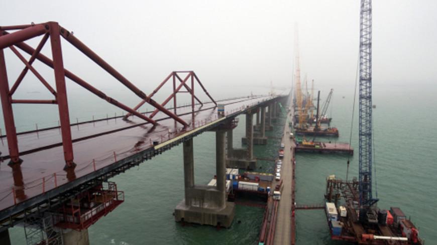 На Крымском мосту смонтировали все автодорожные пролеты