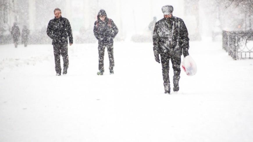 Камчатку и Сахалин заметает снегом