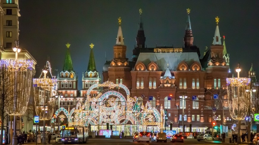 """Фото: Артем Куковский (МТРК «Мир») """"«Мир 24»"""":http://mir24.tv/, елочные игрушки, новый год, новый год 2017, рождественские ярмарки в москве, новый год в москве, елка игрушки"""
