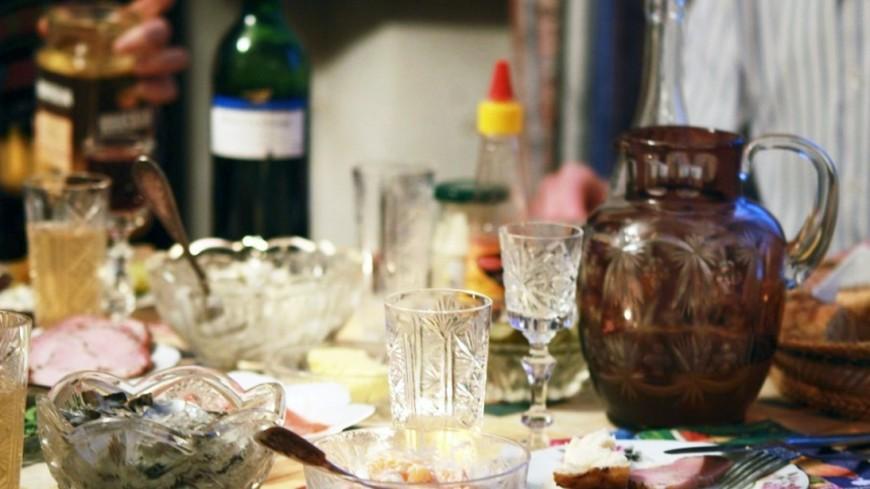 """Фото: Елизавета Шагалова, """"«МИР 24»"""":http://mir24.tv/, праздник, праздничный стол, застолье, сервировка стола, накрытый стол, ужин"""