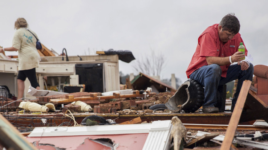В США продолжают находить погибших в результате торнадо на юге страны