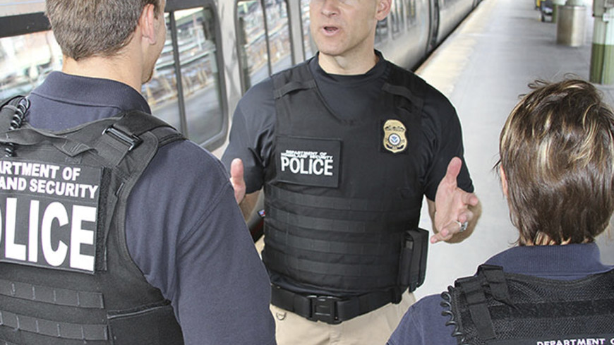 Неизвестный открыл огонь по полицейским в Лас-Вегасе