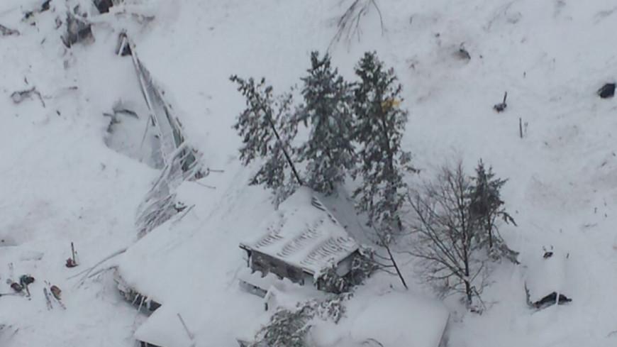 Вернулись с того света: спасатели нашли восемь выживших на турбазе в Италии