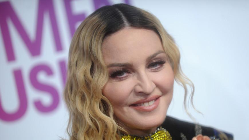 Великолепная семерка: Мадонна удочерила близняшек из Африки