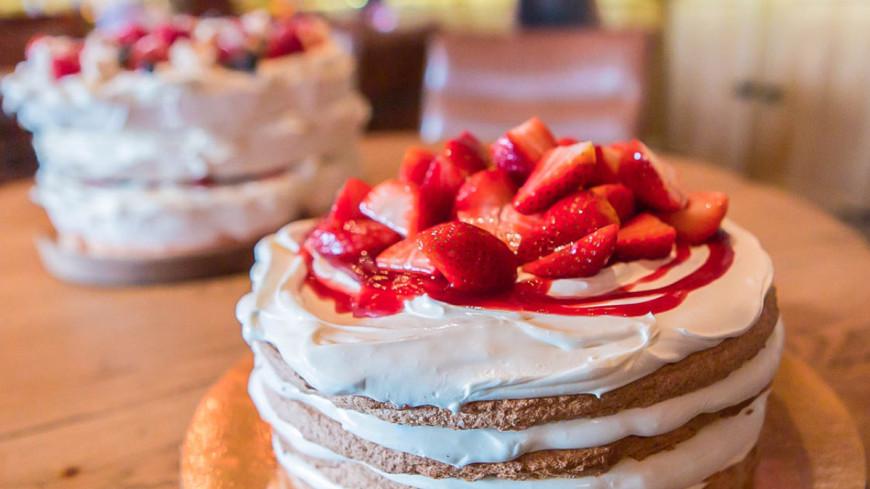 Готовим клубничный торт и безе с ягодами и кремом маскарпоне