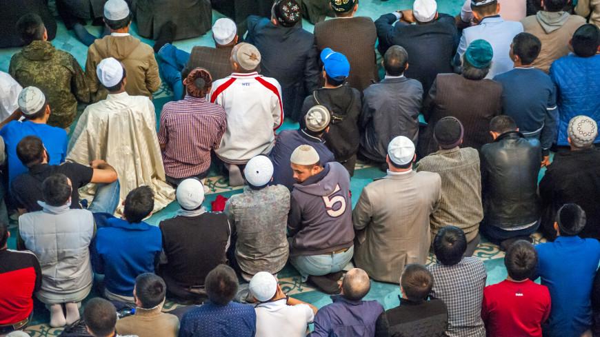 Мусульмане собрались в мечети Гейдара на вахдат